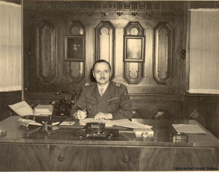 2-colonel-de-lamezan