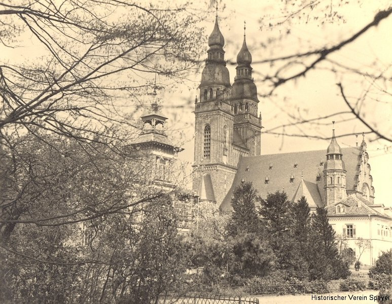 25-park-hinter-j-kirche